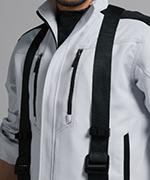 胸ポケットがベルトに隠れにくいデザイン仕様