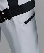 カーゴポケットがベルトに隠れにくいデザイン仕様