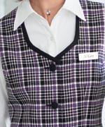 衿元アップ(長袖シャツ01120-4)衿元に黒を効かせたスクエアネックは、見た目もひきしまった安心感を与えるデザインです。