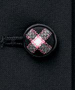 チェック柄でくるんだかわいいくるみボタン。ポケットにも採用。