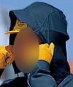 ヘルメット着用のまま使用できるビッグフード(収納式)