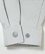 袖口カフスはダブルボタンで調整可能<br/>(tatu8500)