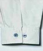 袖口カフスはダブルボタンで調整可能<br/>(tatu8402)