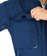 胸ポケット雨ブタはマジックテープ付で便利