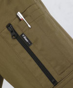 左袖にはファスナーポケット付きで収納力UP。<br>(xe2014、xe2013)